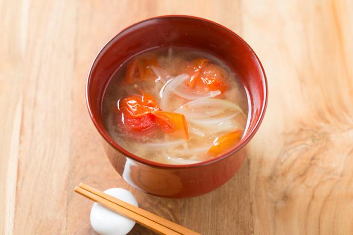 トマト 味噌汁